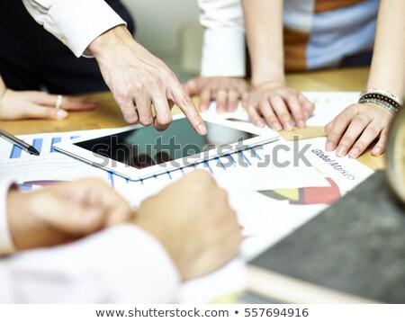 zakenvrouw · wijzend · analyse · business - stockfoto © Freedomz
