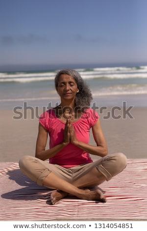 volwassen · vrouw · zee · portret · volwassen · aantrekkelijke · vrouw - stockfoto © wavebreak_media