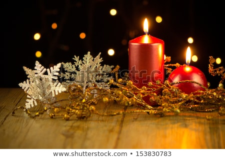 Lit Christmas Holiday Candles With Holly Foto stock © homydesign