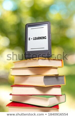 libro · abierto · ebook · lector · verde · papel · libro - foto stock © andreykr