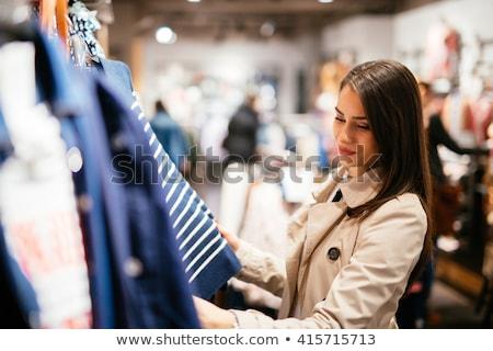 Stock fotó: Csinos · nő · vásárlás · ruházat · másfelé · néz · mosolyog · nő