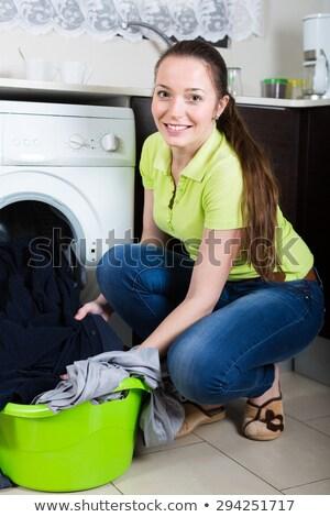 Jonge vrouw huishoudelijk werk woonkamer vrouw hoofdtelefoon werken Stockfoto © wavebreak_media