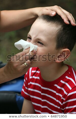 ребенка сморкании ткань аллергия матери мальчика Сток-фото © dacasdo