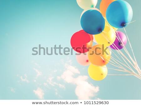 feliz · aniversário · forma · de · coração · balões · céu · flutuante - foto stock © taden