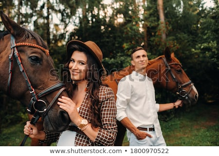 couple · permanent · domaine · chevaux · femme · vert - photo stock © photography33