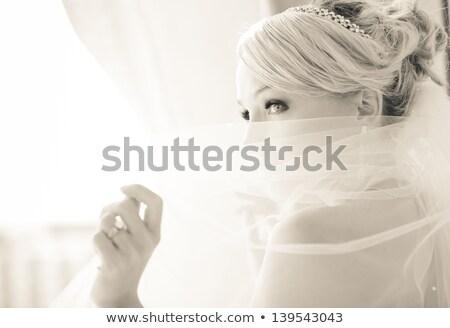 jonge · mooie · vrouw · boeket · poseren · trouwjurk · mooie - stockfoto © dashapetrenko