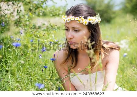 jeune · fille · fleur · bleue · cheveux · noir · fille · sourire - photo stock © ralanscott
