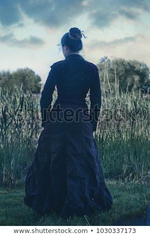 klasszikus · nő · boszorkány · pózol · háttér · elhagyatott - stock fotó © tekso