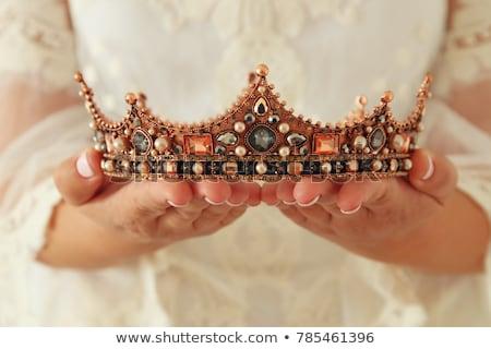 Princesa corona vestido blanco novia morena mujer Foto stock © dmitriisimakov