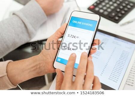 Handen volwassen vrouwelijke smartphone online Stockfoto © pressmaster