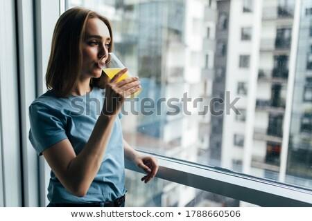 Imagen centrado mujer potable frescos jugo Foto stock © deandrobot