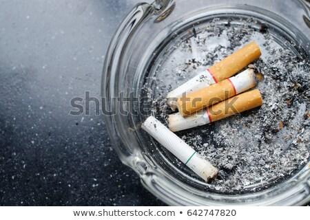 Sucia ceniza bandeja moderna aire libre Foto stock © ivonnewierink