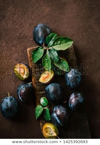 fresche · foglie · verdi · vecchio · nero · legno - foto d'archivio © yelenayemchuk