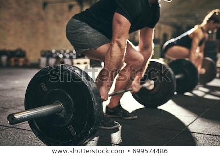 Vrouw bodybuilding gewichten gymnasium bodybuilder Stockfoto © Kzenon