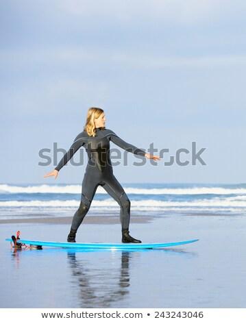 женщину Постоянный доска для серфинга пляж спорт весело Сток-фото © IS2