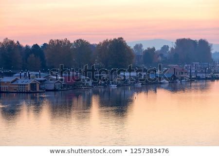 pôr · do · sol · rio · barcos · água · grama · paisagem - foto stock © davidgn
