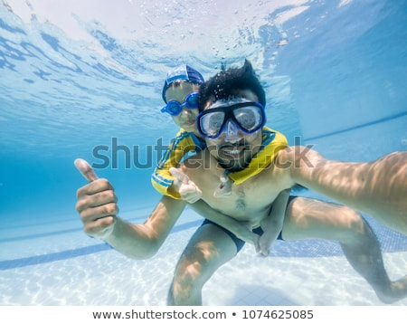 apa · fiú · úszik · védőszemüveg · jókedv · medence - stock fotó © galitskaya