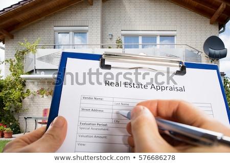 Personne main remplissage immobilier évaluation document Photo stock © AndreyPopov