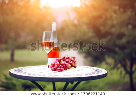 два · очки · вино · бутылку · вина · древесины - Сток-фото © dashapetrenko