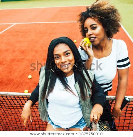 Legjobb barátok teniszpálya golyók nők diák tenisz Stock fotó © Kzenon