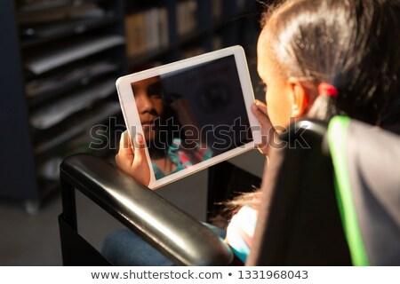 девушки · чтение · книга · коляске · вид · сбоку · сидят - Сток-фото © wavebreak_media