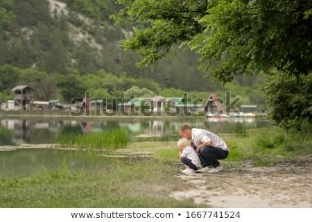Hombre hijo ron agua mirando familia Foto stock © ElenaBatkova