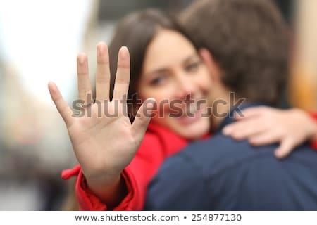 Gelukkig jonge vrouw tonen voorstel ring vriendje Stockfoto © HASLOO