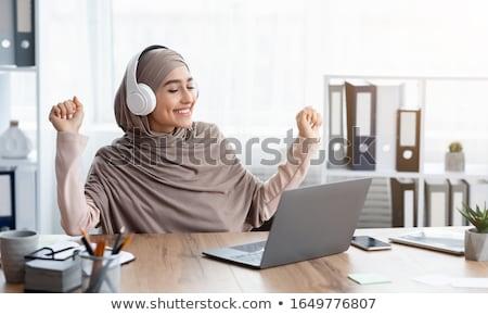 женщину · наушник · ноутбука · изолированный · белый · служба - Сток-фото © aremafoto