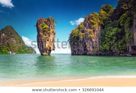 Foto stock: Tropical Exotic Beach Near Phuket Thailand