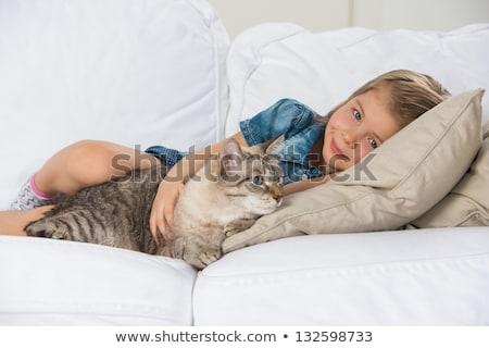 Photo stock: Petite · fille · canapé · chat · fille · visage