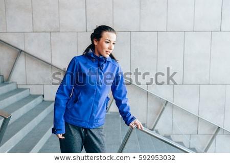 lopen · vrouw · jonge · vrouw · permanente · studio - stockfoto © gabor_galovtsik