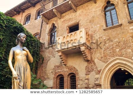 Belső udvar erkély ház Verona Olaszország város Stock fotó © OleksandrO
