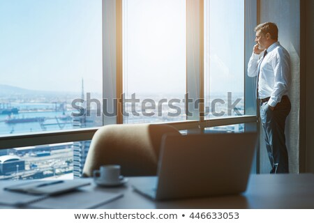 бизнесмен · мобильного · телефона · команда · вид · сбоку · служба · телефон - Сток-фото © stevanovicigor