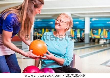 Anne bowling topu kız gülen turuncu gülümseme Stok fotoğraf © Kzenon