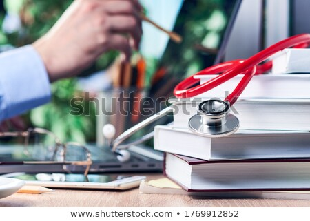 книгах · стетоскоп · изучения · медицина · исследований · книга - Сток-фото © 4designersart