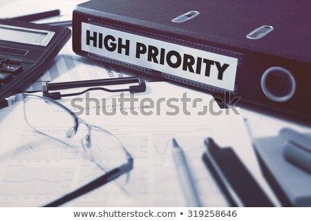 hoog · prioriteit · man · vingers · knop · positie - stockfoto © tashatuvango