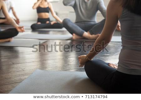 mujer · meditando · loto · plantean · yoga · estudio - foto stock © dolgachov