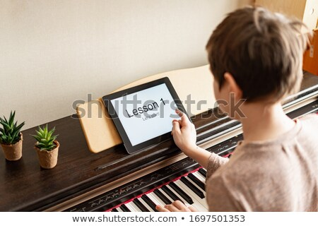 colegial · jugando · piano · música · clase · estudiante - foto stock © monkey_business