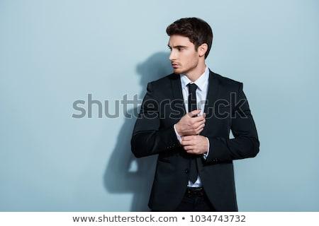 Seitenansicht Mann Smoking halten Taste eleganten Stock foto © feedough