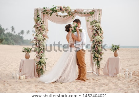 bruid · bruidegom · drinken · champagne · bruiloft · bloemen - stockfoto © elnur