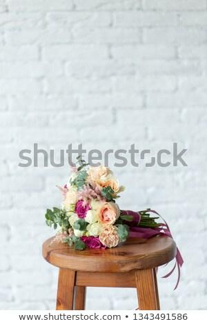 Güzel buket güller kahverengi sandalye Stok fotoğraf © ruslanshramko