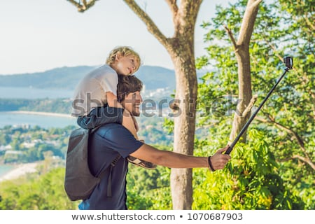 Filho pai ver ponto phuket Foto stock © galitskaya