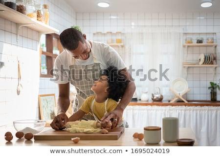 küçük · erkek · tadını · çıkarmak · pişirme · mutfak · iç · kadın - stok fotoğraf © ElenaBatkova