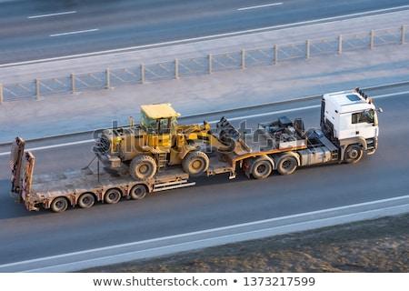 Transport ciężki maszyn naczepa drzewo Zdjęcia stock © eldadcarin