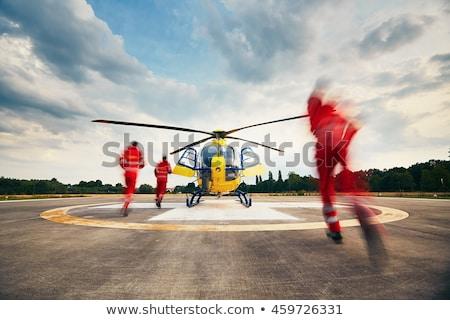 ストックフォト: 救助 · ヘリコプター · ビーチ · 海 · 道路