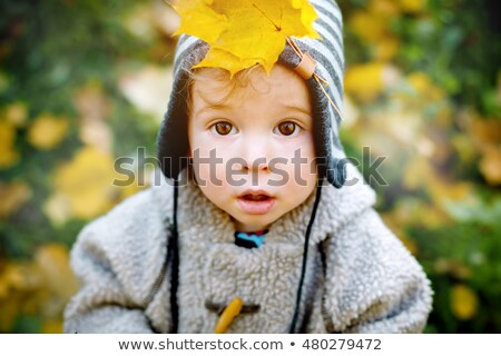Cute curieux peu garçon jaune Photo stock © dariazu