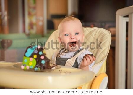 Młodych matka baby jedzenie ciasto kobieta Zdjęcia stock © IS2