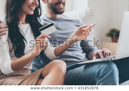 женщину · гостиной · используя · ноутбук · кредитных · карт · компьютер - Сток-фото © deandrobot