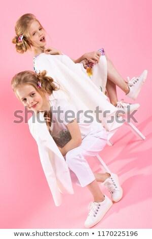 Ikrek lányok fényes ruházat pózol lépcsősor Stock fotó © Traimak