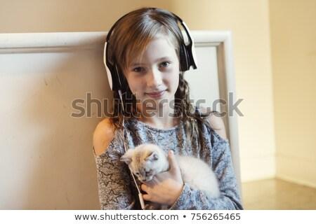 10 anni vecchio ragazza gattino home indossare Foto d'archivio © Lopolo
